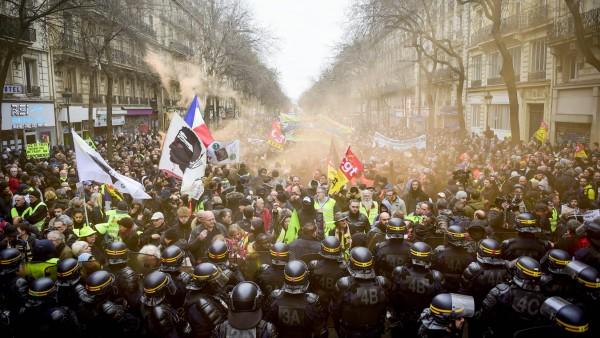 Manifestation intersyndicale contre le projet de la reforme des retraites - parcours entre la Place de la Republique et