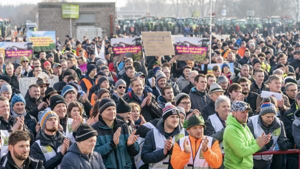 17.01.20, Bauernproteste in Nürnberg, Nuernberg, Volksfestplatz, Bayern, Großdemonstration fränkischer Bauern. Es geht