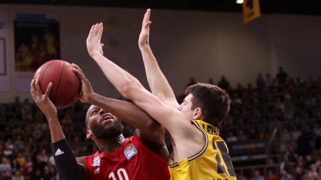 BAU// 19.01.2020 Ludwigsburg Basketball MHP Riesen Ludwigsburg vs. Bayern München, v.l. Greg Monroe (Bayern), Tanner Le