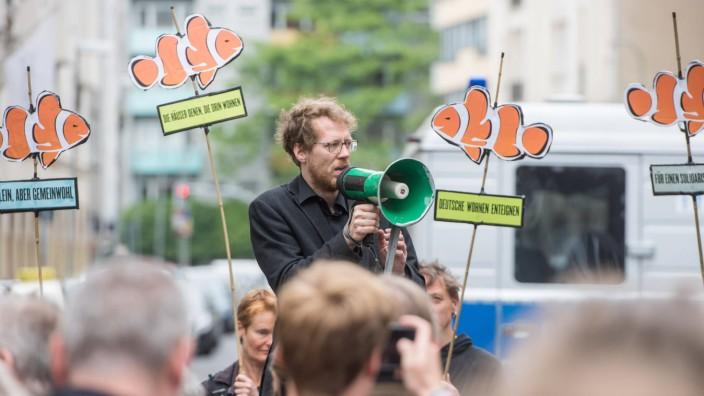 Berlin Wohnungspolitik Protest gegen Deutsche Wohnen Der Immobilienkonzern Deutsche Wohnen will eine