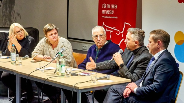 VHS Podium mit Günther von Lojewski