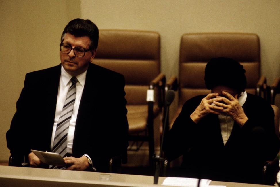 Bundestagspraesident Philipp JENNINGER CDU und Ida EHRE im Bundestag bei der Feierstunde zum 50