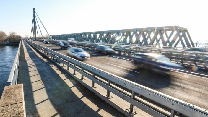 Karlsruher Rheinbrücke nach Sanierungsarbeiten