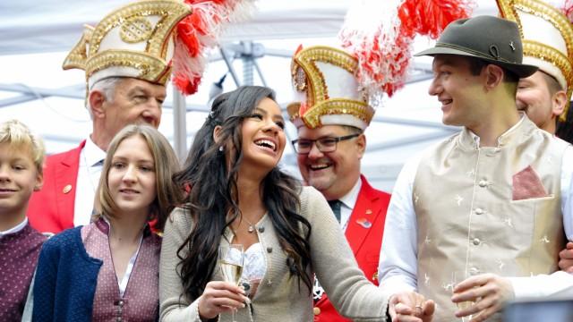 Fasching: Die Narrhalla München präsentiert das Prinzenpaar auf dem Viktualienmarkt