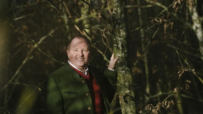 Grasbrunn, Otto Bußjäger in seinem Wald