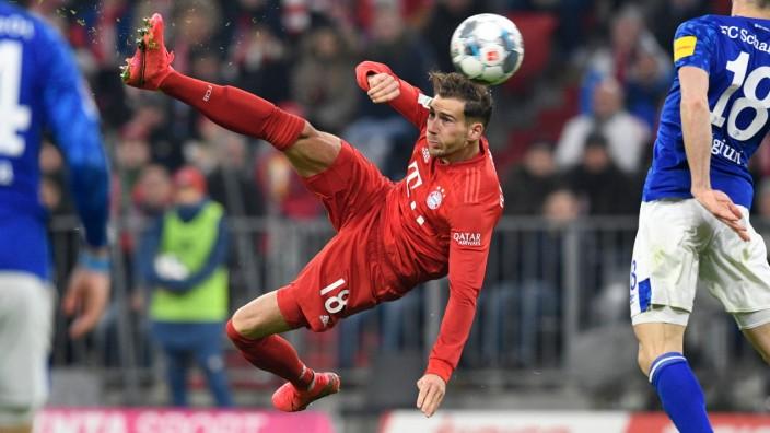 1. Bundesliga 19/20, 19. Spieltag, FC Bayern Muenchen vs. FC Schalke 04 Leon Goretzka (FC Bayern Muenchen) trifft artist; imago46282928h