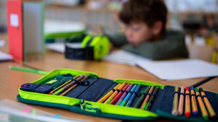 Lehrer sollen Lehrermangel mit Mehrarbeit auffangen