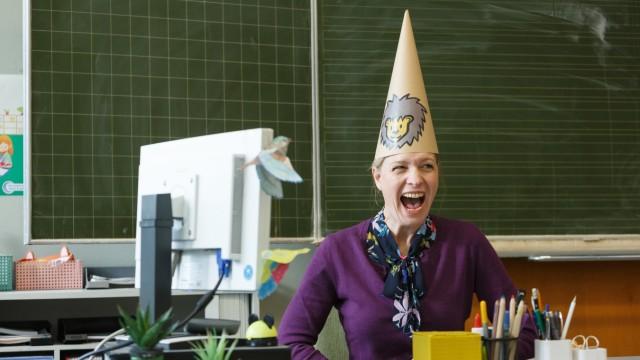 Lehrerin Anke Knapp (A. Widdra) in 'Die Läusemutter'