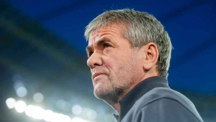 Bundesliga: Friedhelm Funkel beim Spiel Bayer Leverkusen gegen Fortuna Düsseldorf