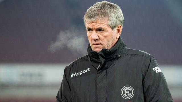 Fortuna Düsseldorf: Cheftrainer Friedhelm Funkel 2019 in Augsburg