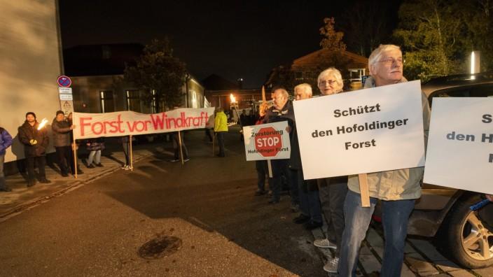 Brunnthal, Dorfladen: Protestkundgebung gegen Windkraft im Hofoldinger Forst