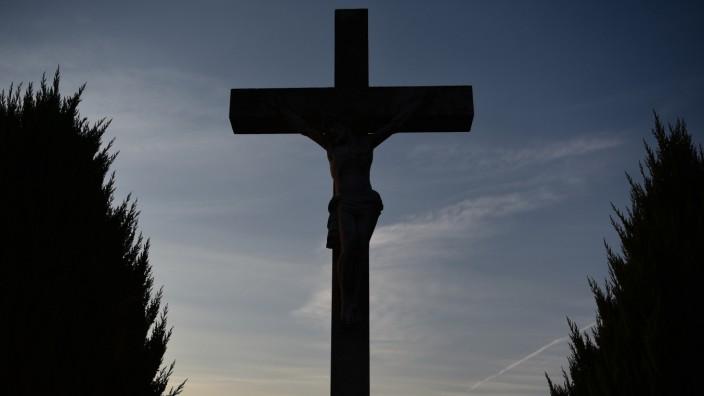Abendstimmung mit Kreuz