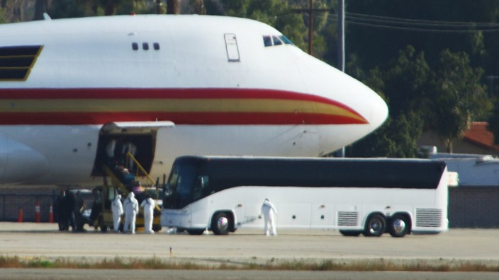 Coronavirus: Flugzeug mit US-Bürgern aus China
