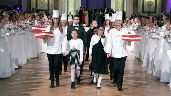 Einzug der Zuckerbäcker und Konditoren beim 117 ZuckerBäckerball in der Wiener Hofburg Wien 11 01