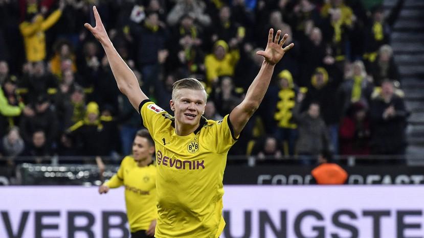 Borussia Dortmund: Norwegische Fahnen auf der Tribüne