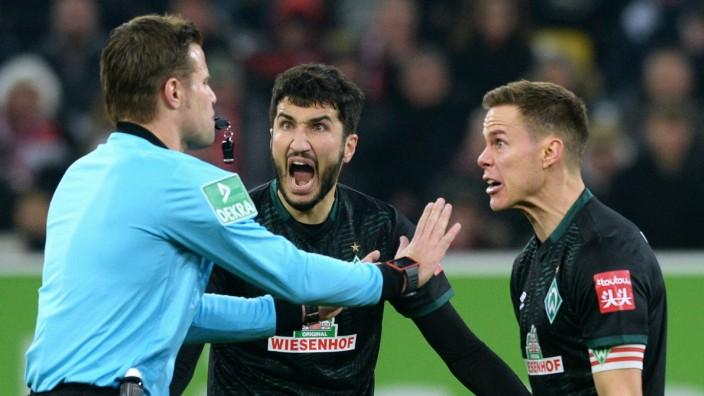 Fussball, Bundesliga, Deutschland, Herren, Saison 2019/2020, 18. Spieltag, Merkur-Spiel-Arena Düsseldorf, Fortuna Düssel; Schiedsrichter meckern
