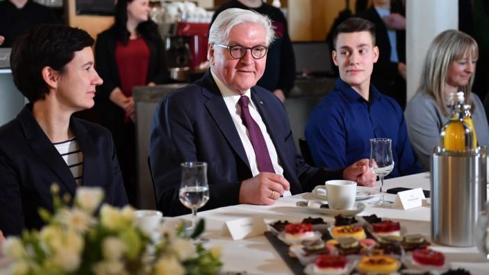 Bundespräsident lädt zur Kaffeetafel ein
