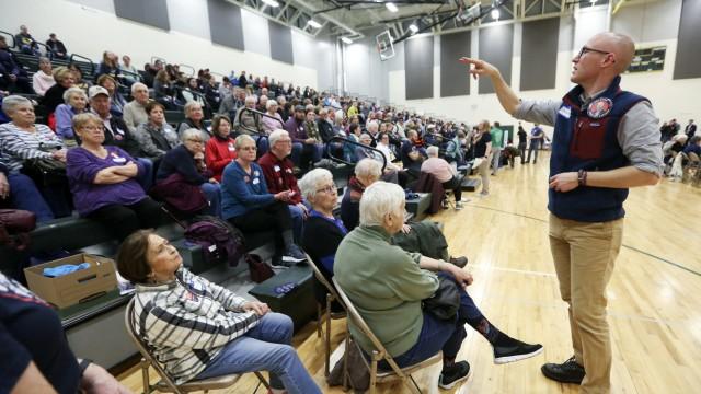 US-Vorwahl 2020: Auszählung im Wahlkreis Dubuque in Iowa