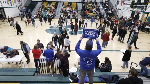 USA: Demokraten stimmten bei einem Caucus in der Hoover High School in Des Moines ab.