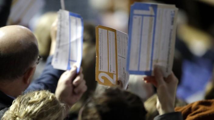 USA: Bürger bei der Abstimmung im Caucus-Verfahren in Des Moines.