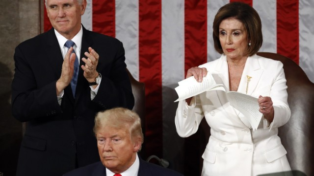 Nancy Pelosi zerreißt Trumps Redemanuskript im US-Kongress