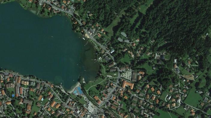 Umwelt und Naturschutz: Im Bereich der Rottach-Mündung lagert meterdicker Schlamm auf dem Grund des Tegernsees. Zu erkennen ist er an der Verfärbung des Seewassers.