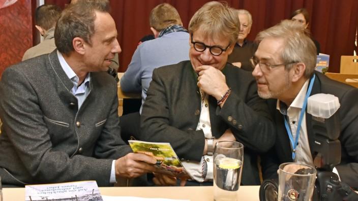 Eichenau: Plausch unter Freunden (von links): Umweltminister Thorsten Glauber und die beiden FW-Kreisräte Gottfried Obermair und Bernd Heilmeier
