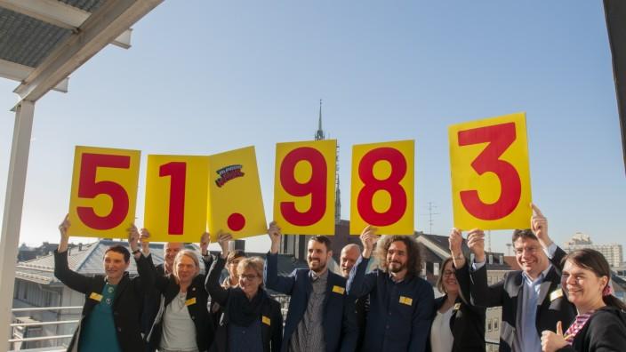 Volksbegehren Mietenstopp in Bayern: Initiatoren freuen sich in München über 52 000 Unterschriften