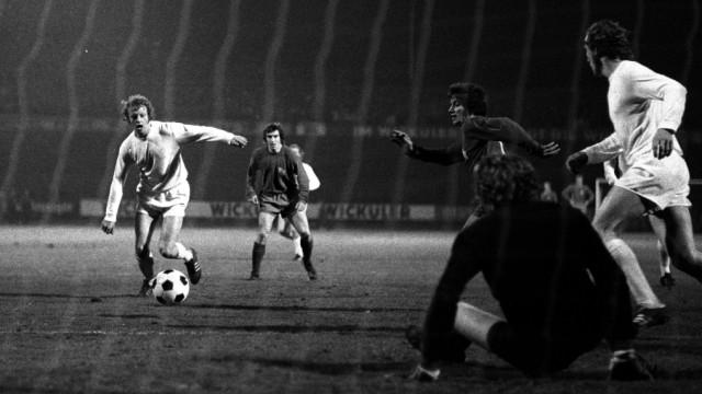 Johnny Hansen FC Bayern München im Spiel gegen den Wuppertaler SV; Fußball
