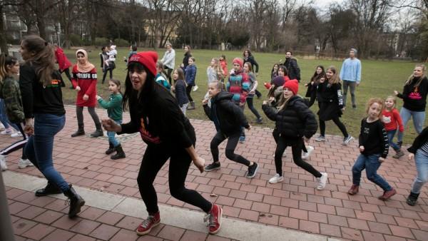 Tanztraining für Kinder und Jugendliche, Aktionstag: One Billion Rising. Spielhaus Sophienstraße, Sophienstr. 15