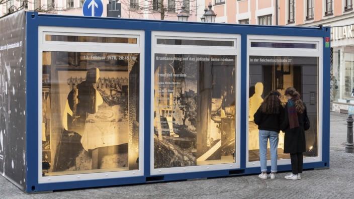Erinnerungs-Container Reichenbachstraße, Installation am Gärtnerplatz