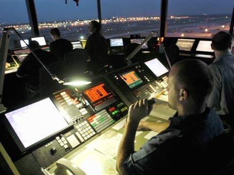 Die lustigsten Gespräche zwischen Tower und Cockpit, ddp