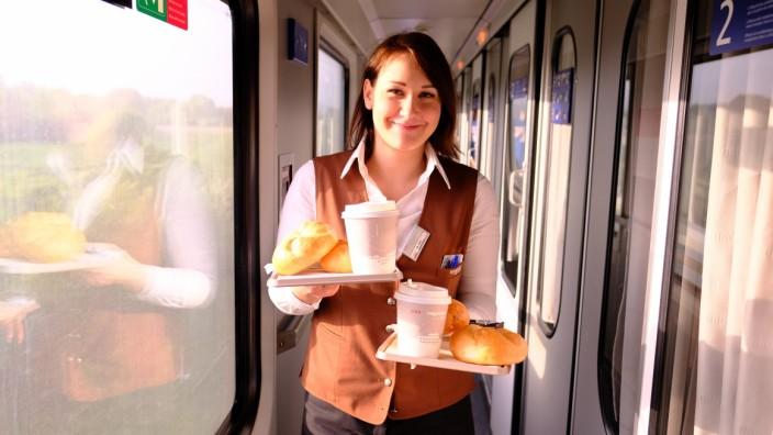 Bahnreise Nachtzug Nightjet Frühstücksservice im Nachtzug von München nach Rom