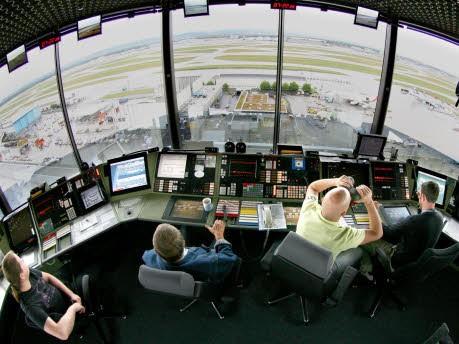 Die lustigsten Gespräche zwischen Tower und Cockpit, dpa