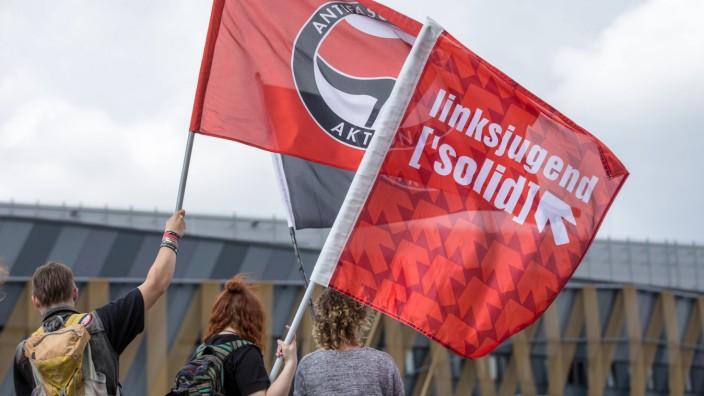 Gegendemonstranten der Antifa Antifaschistischen Aktion und linksjugend solid Demonstration Patrio