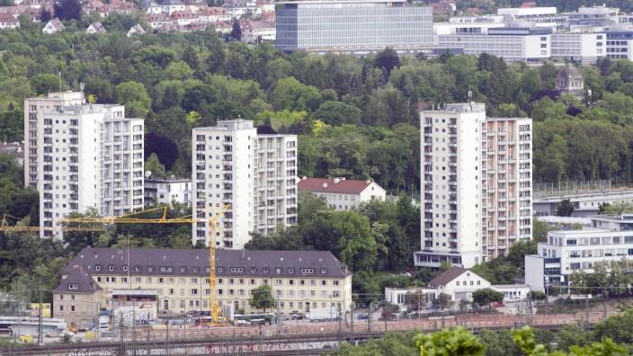 DEU Deutschland Stuttgart 10 05 2014 Stuttgart Vier markante Hochhäuser gleich hinterm Stuttgar