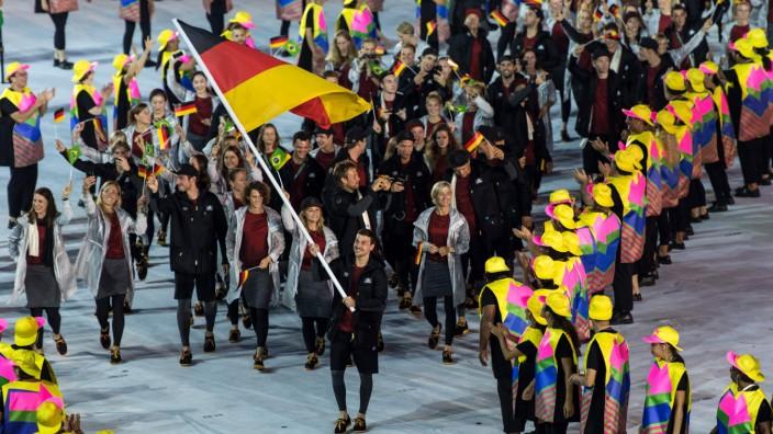 Rio 2016 Eröffnungsfeier Fahnenträger Timo Boll Die deutsche Mannschaft um Fahnentraeger Timo Boll; Timo Boll Olympia 2016 Fahnenträger
