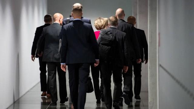 EU-Kommissionspräsidentin Ursula von der Leyen, Berater-Affäre Bundeswehr