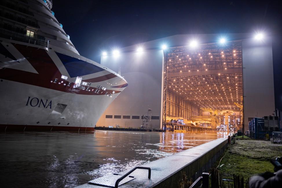 Meyer-Werft dockt  Kreuzfahrtschiff Iona aus