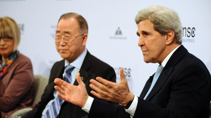 Prinzregententheater: Dass John Kerry (rechts) sprechen würde, war erst kurz vor der Veranstaltung im Prinzregententheater bekannt geworden.
