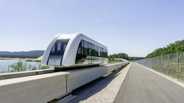 Neue Pläne für Magnetschwebebahn in München: Mit Tempo 150 fährt die Magnetschwebebahn TSB über die Teststrecke.