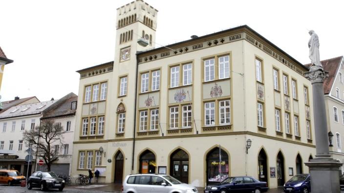 Moosburg: Der Moosburger Stadtrat stimmt einem Vorbescheid für die Montessori-Schule zu.