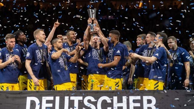 Basketball Berlin 16.02.2020 Saison 2019 / 2020 MagentaSport BBL Pokal Finale Alba Berlin - EWE Baskets Oldenburg Alba