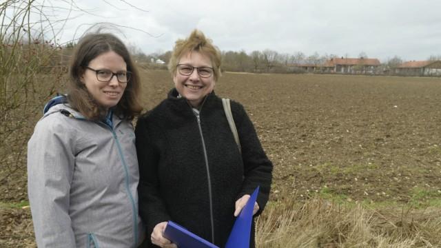 Kirchheim 2030: Veronika Kröniger und Constanze Friemert (rechts) hat ein Gutachten, das erst nach dem Bürgerentscheid des Jahres 2017 erstellt wurde, die Augen über den großen Wert des Biotops geöffnet.