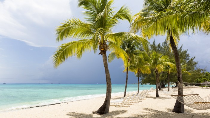 A white sand beach, turquoise sea and palm trees. A white sand beach, turquoise sea and palm trees. PUBLICATIONxINxGERxS