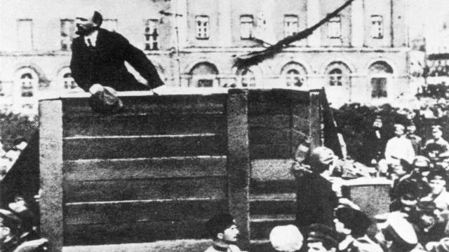 Wladimir Iljitsch Lenin bei einer Ansprache