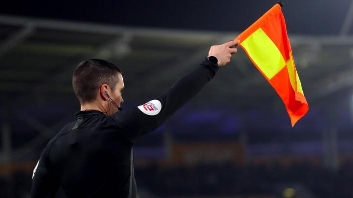 Abseitsentscheidung im Fußball