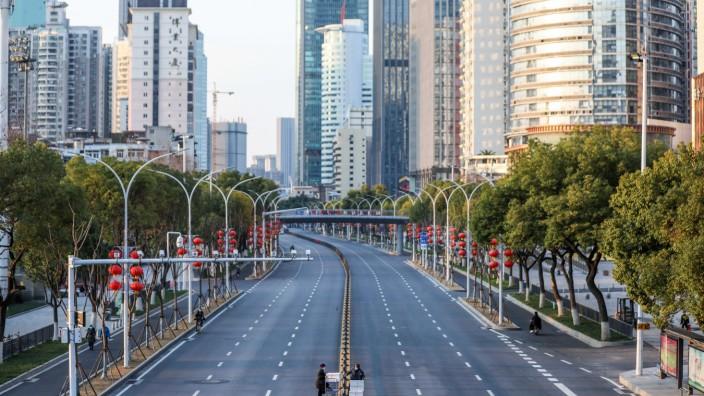Coronavirus in China: Leergefegte Straße in Hubei