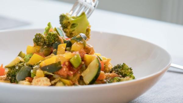 Besser nichts Frittiertes: Drei Tipps für gesundes Kantinen-Essen