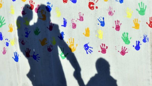 Bundestag zu Adoptionsvermittlung